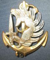 Insigne De Béret, T.A.P. T.D.M, Dos Guilloché, 2 Anneaux - Armée De Terre