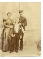 PHOTO TRES ANCIENNE / SOLDAT OFFICIER Du 26è REGIMENT ET SA FAMILLE - Photos