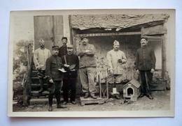 Superbe Carte -photo - PLOERMEL Adressée à LIANCOURT ( 60 ) - Militaire - No 102 Sur La Casquette Et Facteur ? Lapin - Personnages
