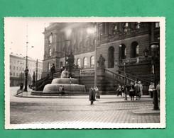 Tchequie Prague Praha Le Musee Historique Photographie Anonyme Datée Aout 1961 ( Format10,1cm X 14,4cm ) - Places