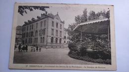 Carte Postale ( R2 ) Ancienne De Thionville , Pensionnat Des Soeurs De La Providence , Le Kiosque A Musique - Thionville