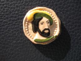 Fève Roi Avec Dorure Série En Céramique Les Rois  Année Avant 93 - Fève - Rare - Histoire