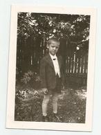 Boy Pose For Photo Jn84-173 - Persone Anonimi