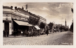 LUČENEC / LOSONC - SZÜSZ KÁVÉHÁZ - CARTE VRAIE PHOTO / REAL PHOTO POSTCARD ~ 1930 (ac107) - Slovaquie
