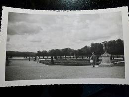 PHOTO ORIGINALE _ VINTAGE SNAPSHOT : JARDINS Du CHATEAU De VERSAILLES _ FRANCE _ 1957 - Boats