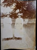 PHOTO ORIGINALE _ VINTAGE SNAPSHOT : DAMES _ ROBES _ CHAPEAUX à FLEURIEU Sur SAONE Près De LYON _ CIRCA 1890 - Photos