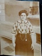 PHOTO ORIGINALE _ VINTAGE SNAPSHOT : FEMME _ ROBE _ BIJOUX à FLEURIEU Sur SAONE Près De LYON _ CIRCA 1890 - Photos