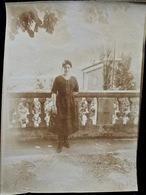 PHOTO ORIGINALE _ VINTAGE SNAPSHOT : FEMME _ ROBE NOIRE _ FLEURIEU Sur SAONE Près De LYON _ CIRCA 1890 - Photos