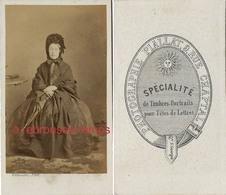 CDV Second Empire-femme Austère Avec Ombrelle-photo Piallat Spécialité De Timbres Portraits Pour Tête De Lettres-Paris - Photographs