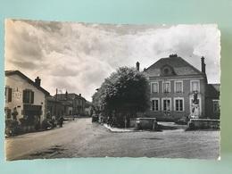 BRIEULLES-sur-MEUSE. - Place De La Mairie - Autres Communes