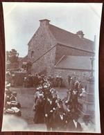 Deux Photos De Perros-Guirec. Procession Religieuse Et Eglise . 1900-10. - Orte