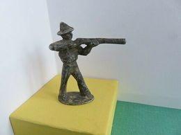 151 - Ancienne Figurine Quiralu - Cow-boy Debout Avec Fusil - En Action - Figurillas