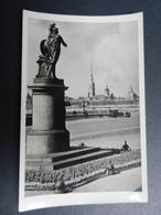 19924) LENINGRAD LENINGRADO MONUMENTO SULLO SFONDO LA FORTEZZA NON VIAGGIATA - Russia