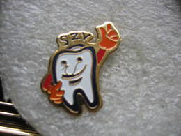 Pin's D'une Dent, Une Molaire - Badges