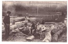 PORT EN BESSIN - Pêcheurs Préparants La Poix Pour Calfateries Barques  (carte Animée) - Port-en-Bessin-Huppain