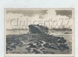 Courseulles-sur-Mer (14) : GP D'une Péniche De Débarquement échouée Dans Le Port Artificielle En 1952 GF. - France