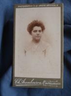 Photo CDV  Arambourou à Chatellerault  Portrait Jeune Femme  Col En Dentelle  CA 1900 - L440 - Photos