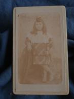 Photo CDV  Photographie Artistique  Fillette  Robe écossaise Grand Col En Broderie Anglaise  CA 1895 - L440 - Photos