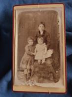 Photo CDV  Sans Mention Photographe  Trois Enfants : Garçon Et 2 Fillettes  CA 1885 - L440 - Photos