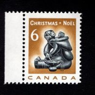 753871277 1968 SCOTT 489  POSTFRIS MINT NEVER HINGED EINWANDFREI XX  CHRISTMAS ESKIMO FAMILY CARVING - 1952-.... Règne D'Elizabeth II