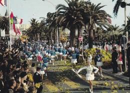 Défilé De  MAJORETTES Et Bataille De Fleurs Côte D'Azur - Costumes