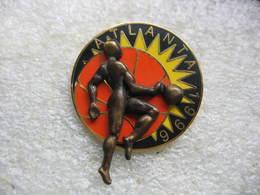 Pin's à 2 Attaches Des Jeux Olympiques D'ATLANTA En 1996, Discipline Basketball - Jeux Olympiques