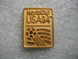 Pin's De La Coupe Du Monde De Football Aux USA En 94. Version Couleur Dorée - Calcio