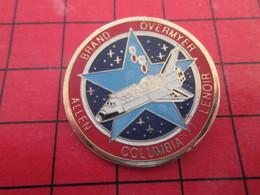910b Pins Pin's  / Rare Et De Belle Qualité / THEME ESPACE : MISSION NAVETTE SPATIALE COLUMBIA BRAND OVERMYER - Espace