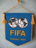 Fanion De La FIFA Fondée En 1904 - Patches