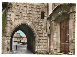 30 Sommières La Porte De La Tour De L'Horloge Et La Porte De L'Ancienne Maison Consulaire (2 Scans) - Sommières