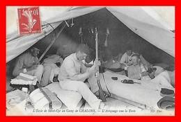 CPA MILITARIA. L'école De Saint-Cyr Au Camp De Chalons, L'astiquage Des Armes Sous La Tente, Animé...C307 - Maniobras