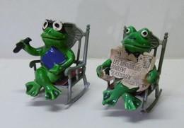 2 GRENOUILLES Assises Sur Rocking-chair - Bibelot Animaux Grenouille - Tiere