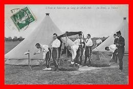 CPA MILITARIA. L'école De Saint-Cyr Au Camp De Chalons, Au Réveil, La Toilette, Animé...C308 - Régiments