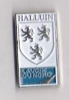 Pin's LA VOIX DU NORD - HALLUIN - BLASON - Médias
