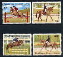 CENTRAFRICAINE 1983 PA N° 276/279 ** Neuf MNH Superbe C 11 € Chevaux Horses Concours Hippique Obstacle Animaux - Centrafricaine (République)