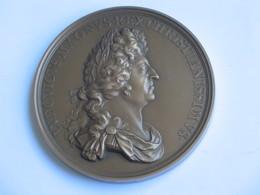 Très Belle Médaille Louis XIV   ***** EN ACHAT IMMEDIAT **** - Royal / Of Nobility