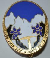 Rare Insigne émaillée Les Amis Des Guides De La Grave - Insignes & Rubans