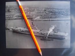 FOTOGRAFIA NAVE PORTAEREI INGLESE H.M.S.TRIUMPH - Boats