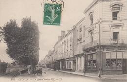 CPA Chinon - Le Quai Charles VII (petite Animation Et Pharmacie Morais) - Chinon
