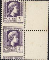 Postes Algérie République Française YT 216 X2 Avec Fort Décalage De Piquage Et Bord De Feuille - Algérie (1924-1962)