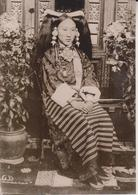 THIBET YIBET TIBETANS NOBLE WOMAN RICH CHINESE SILKS CHINA CHINE   Fonds Victor FORBIN (1864-1947) - Fotos