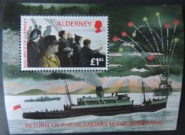 ALDERNEY 1995 RETURN OF THE ISLANDERS MINIATURE SHEET MNH MSA84 SHIPS FIRWORKS WWII - Alderney