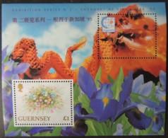 GUERNSEY 1994 SINGAPORE 95 STAMP EXHIBITION MINIATURE SHEET MS681 1 VALUE MNH FLOWERS DRAGONS IRIS - Guernsey