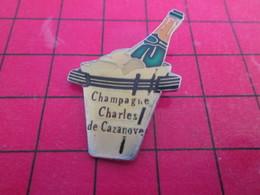 918B Pins Pin's  / Rare Et De Belle Qualité / THEME BOISSONS : CHAMPAGNE CHARLES DE CAZENOVE DANS UN SEAU A GLACE - Boissons