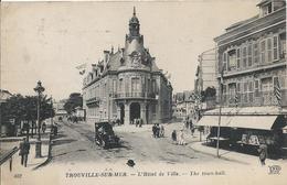 Carte Postale Ancienne De Trouville Sur Mer L'Hotel De Ville - Trouville
