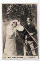 CPA - COUPLE / CERISES - TAXE AU DOS - Couples