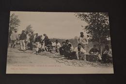 Carte Postale 1910 Camp De Chambaran (38) La Corvée De Pommes De Terre - Manoeuvres