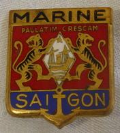 I111 - 18 - Insigne MARINE SAÏGON - Paulatim Crescam - Marine