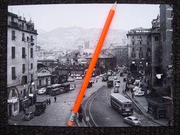 FOTOGRAFIA  GENOVA  PIAZZA CAVOUR PRIMA DELL'ATTRAVERSAMENTO DELLA SOPRAELEVATA  AUTO BUS TRAM - Places