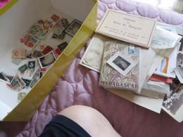 Petit Vrac,timbres,photos,papiers Et Divers ,à Voir Pour Le Prix - Francobolli